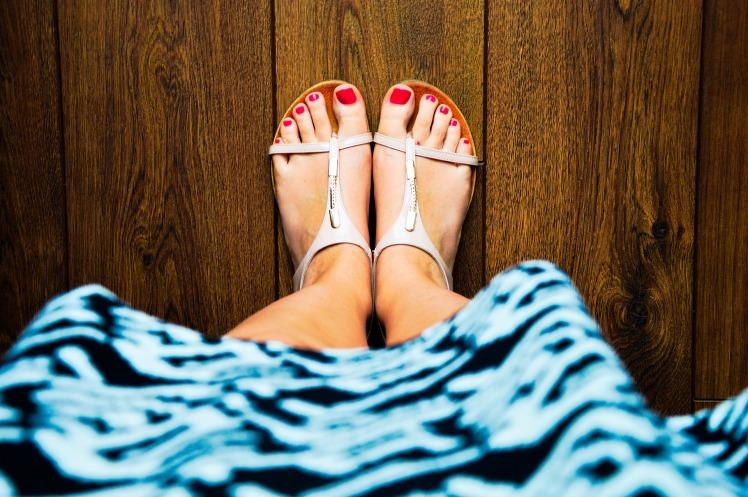 sandals-932756_1920