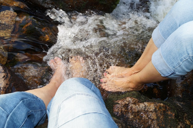 feet-1281368_1920